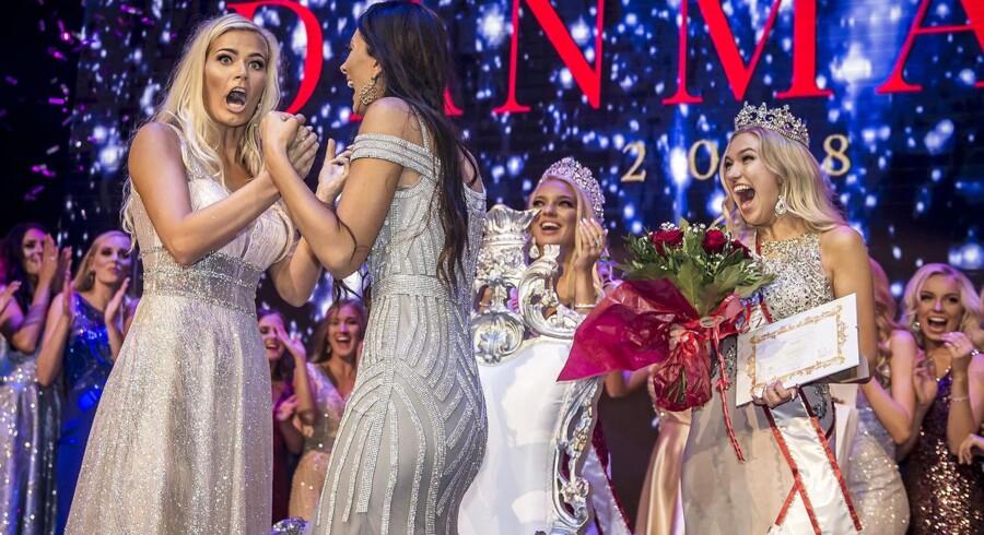 Louise Sander Henriksen (tv) vandt Miss Danmark-finalen i Cirkusbygningen i København, onsdag aften.