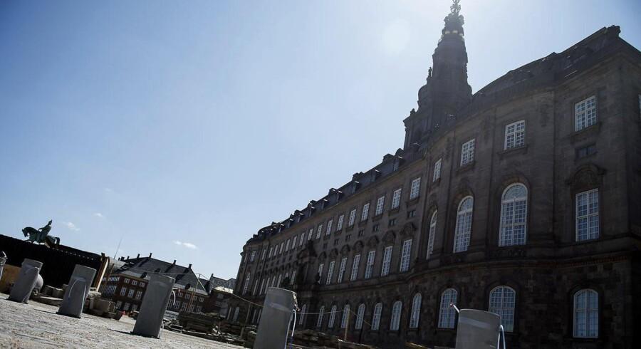 Et flertal på Christiansborg har fået nok af, at IVSer bruges til at snyde med skat og moms.