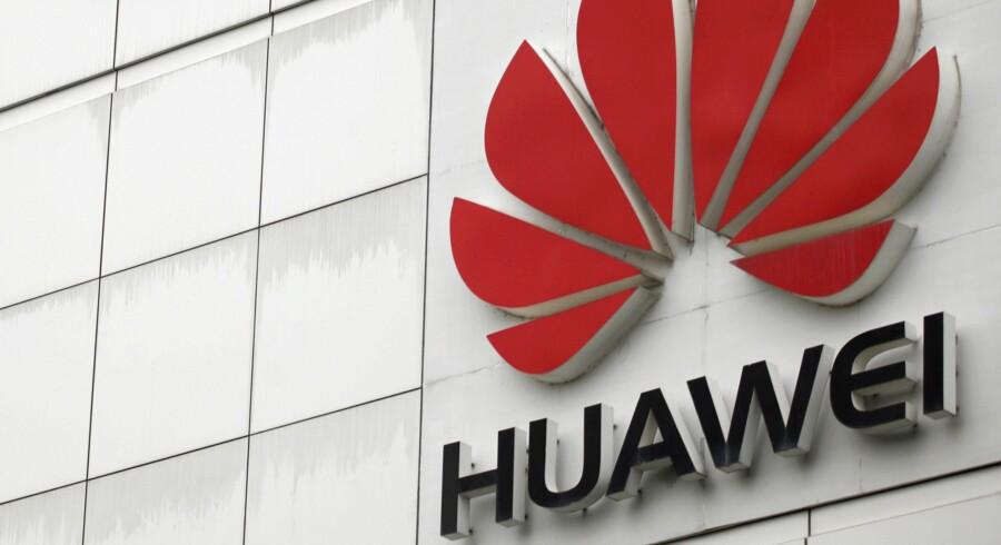 Den kinesiske smartphoneproducent Huawei er nu den næstmest sælgende i Danmark efter Apples iPhones. Tyrone Siu/Reuters