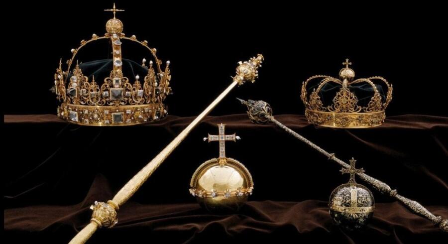 Kronjuvelerne fra 1600-tallet ses her i et foto, der blev udleveret efter tyveriet i juli. Handout./Reuters