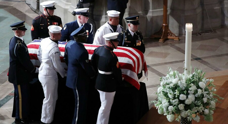 Nu mindes John McCain ved en mindehøjtidelighed i Washington National Cathedral.
