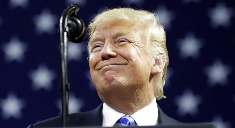 Der ville komme fald på aktiemarkederne, hvis USAs præsident, Donald Trump, skulle ende med at blive frataget sin stilling som følge af verserende anklager.