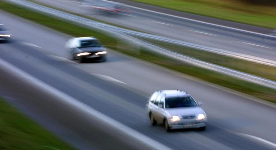 28. august blev der kastet en genstand fra Ravnebjerggydens vejbro ned på Fynske Motorvej. En 38-årig mands bil blev ramt. Ingen kom heldigvis til skade. Erik Luntang/Ritzau Scanpix