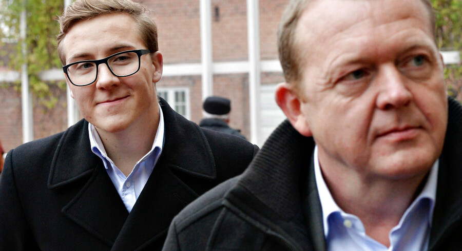 Bergur Løkke Rasmussen (V) og han far, statsminister Lars Løkke Rasmussen (V). Billedet er taget, da Berguer Løkke Rasmussen i 2013 var på stemmesedlen til Region Hovedestaden, hvor han blev valgt ind.