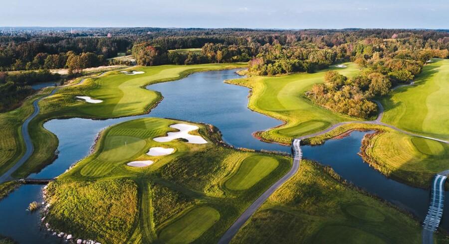 The Scandinavians to 18 hullers golfbaner er designet af det anerkendte amrikanske firma, Robert Trent Jones II Golf Architects og ligger midt i det 200 hektar store naturområde, der tidligere var Farum Kasernes øvelsesareal.