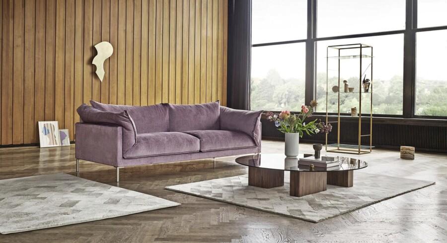 Et blødt tæppe er ikke alene rart at gå på, det er også en måde at samle zonerne i et rum på. Her er det Wooly-tæpper fra Eilersens nye tæppekollektion, der er designet af Johanna Mattsson og fås i to størrelser. Pris fra 25.955 kr. Foto: PR