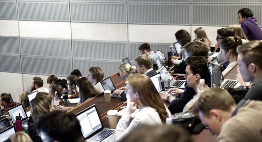 Ud af 33 lande er Danmark på en 23.-plads i forhold til at få unge med en videregående uddannelse i arbejde.