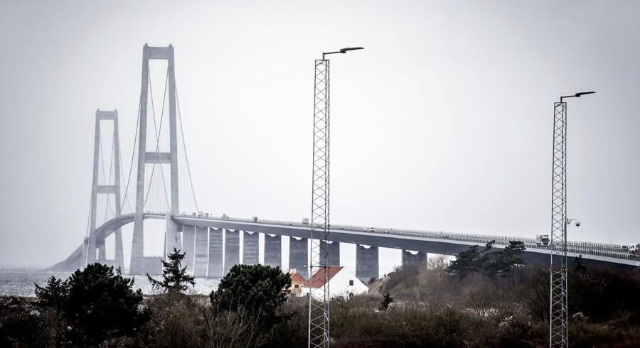 Risiko for stigende vandstande får Storebæltsbroen til at klimasikre diger omkring Sprogø og ved Halsskov.