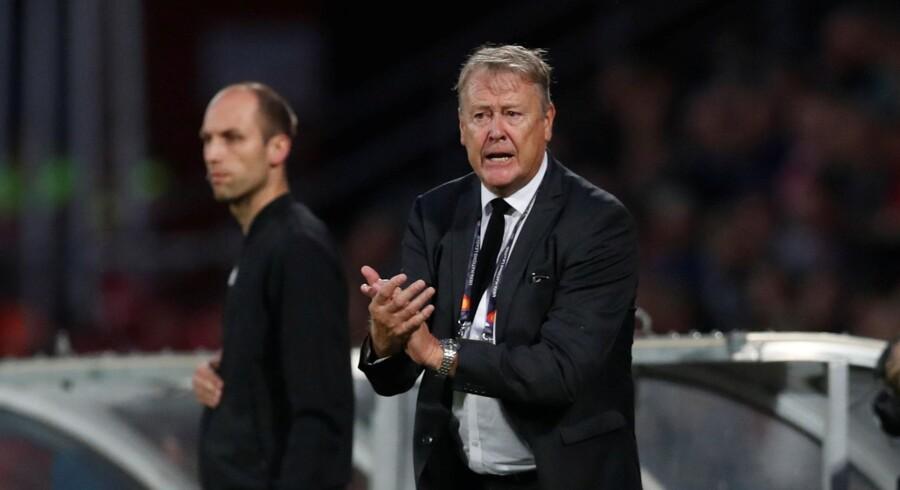 Åge Hareide havde ikke grund til at være nervøs på sidelinjen, efter at Danmark var kommet foran 2-0 mod Wales. Matthew Childs/Reuters