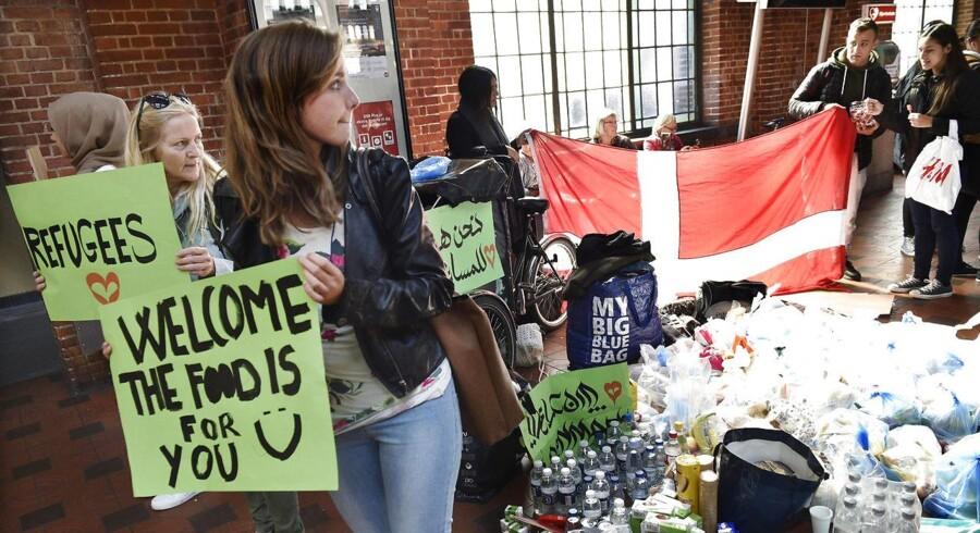 Venligboere står klar på Hovedbanegården med mad, drikke og assistance til de ankommende flygtninge og migranter 7 september 2015. Venligboerne har ikke noget at undskylde, skriver Nicolai Kobberup Larsen.