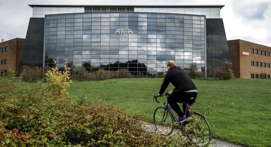 Bestikkelsesdommen til Atea udløste en bøde på 10 millioner kroner, men den får ikke staten til at ophæve sine aftaler med Atea.