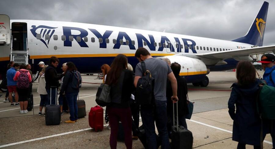 Fra november skal flypassagerer hos Ryanair betale mellem 45 og 75 kroner for håndbagage.