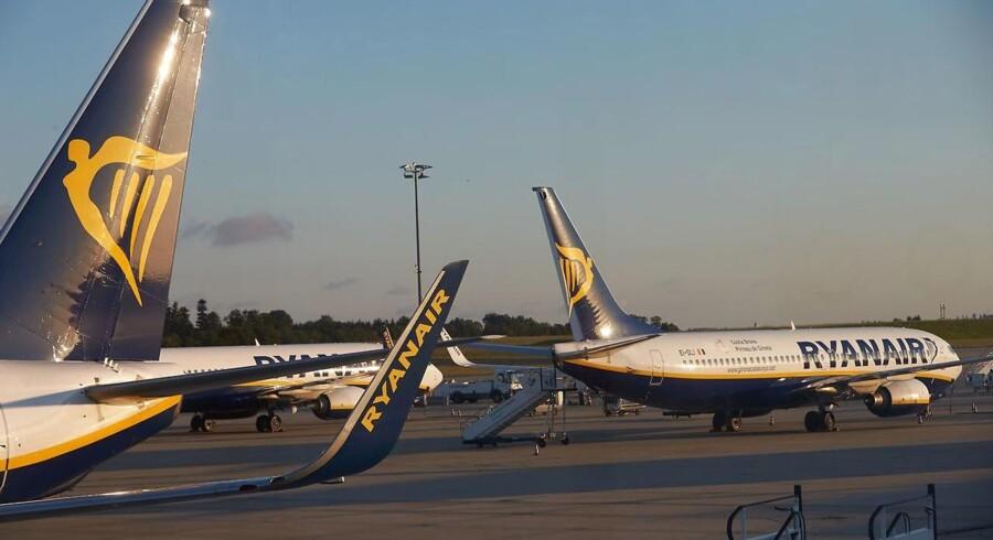 Ryanair undskylder over for frustrerede kunder, der har fået afvist deres kompensationschecks, efter at flyselskabet i juli oplevede strejker hos sine irske piloter.