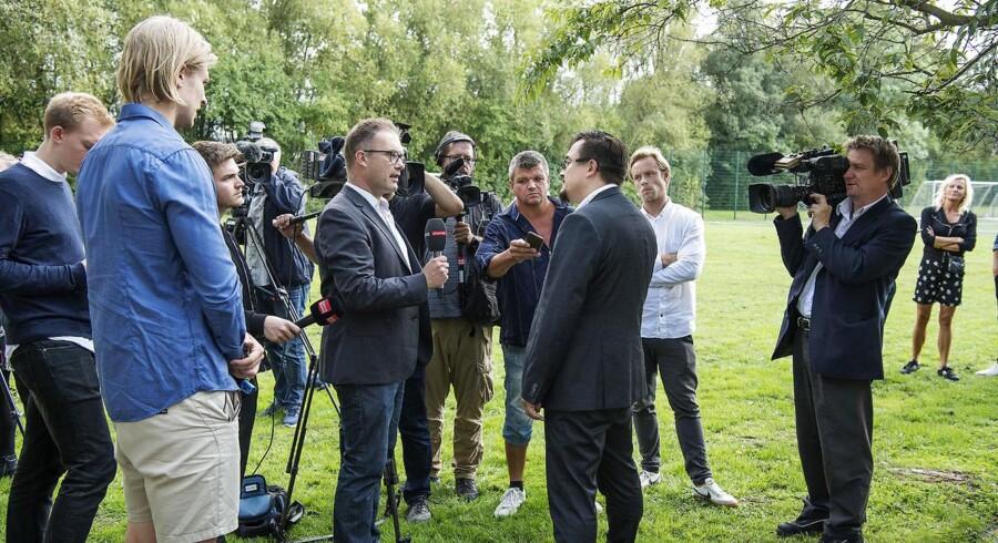 DBUs elitechef Kim Hallberg taler med pressen på et pressemøde ved Fodboldens hus i Brøndby torsdag den 6. september 2018, dagen efter landskampen mod Slovakiet under konflikten mellem DBU og Spillerforeningen.. (Foto: Claus Bech/Ritzau Scanpix)