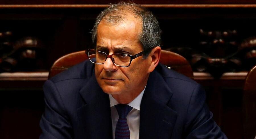 Italiens økonomi- og finansminister Giovanni Tria har en nøglepost, når forhandlingerne om det italienske statsbudget begynder igen om få uger. Investorerne på aktiemarkederne frygter, at den nye italienske regering vil komme med lidt for mange gaver i forbindelse med forhandlingerne.