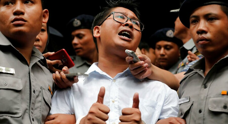 Reuters-journalisten Wa Lone forlader retten i Yangon, Myanmar, efter han fik sin dom på syv års fængsel i mandags.