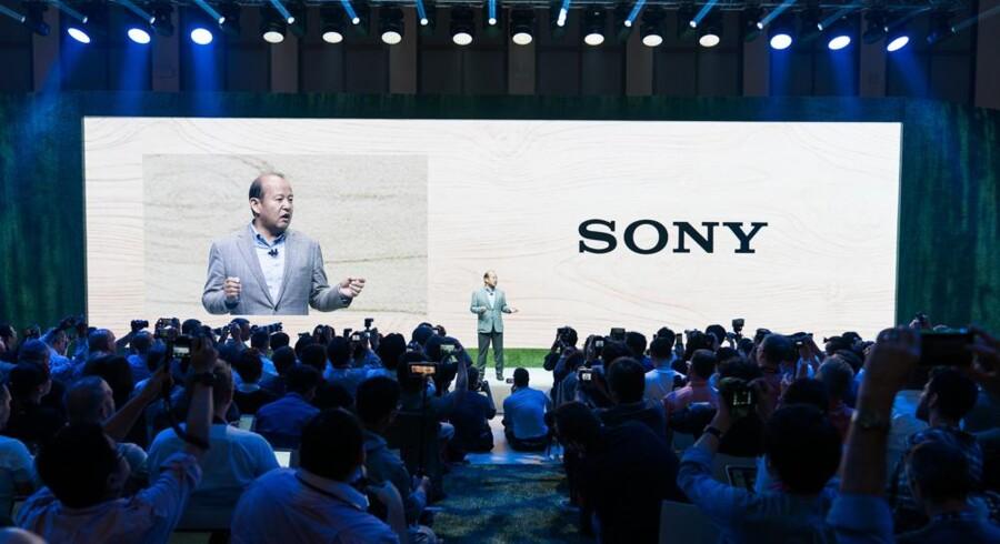 Sonys Europa-direktør, Shigeru Kumekawa, på scenen ved den årlige præsentation i Berlin af Sonys nyeste produkter. »Teknologi er altid vigtigst for Sony. Vi skal udfordre og udvikle,« siger han. Arkivfoto: Sony