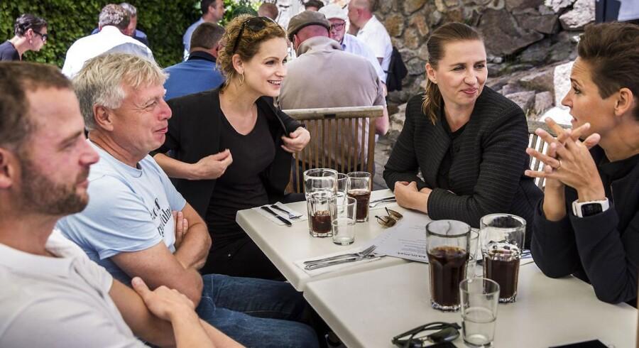 Under Folkemødet på Bornholm i år 2017 mødtes partilederne i oppositionen til frokost på Café Sommer i Allinge. Siden har de fem holdt flere møder med hinanden - men det har ikke kunnet ændre på, at oppositionen i dag er splittet og endt i et internt opgør om, hvordan de skal arbejde sammen - og hvilken kurs, der skal være for Danmark.