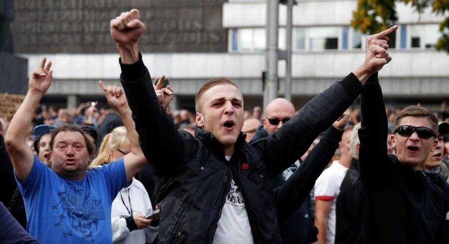 Højreekstremister demonstrerer mod udlændidnge i den den østtyske by Chemnitz.