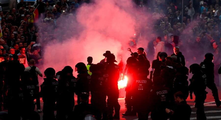 Højrefløjsdemonstration i byen Chemnitz i Tyskland. Adskillige mennesker blev såret og en 35-årig mistede livet.