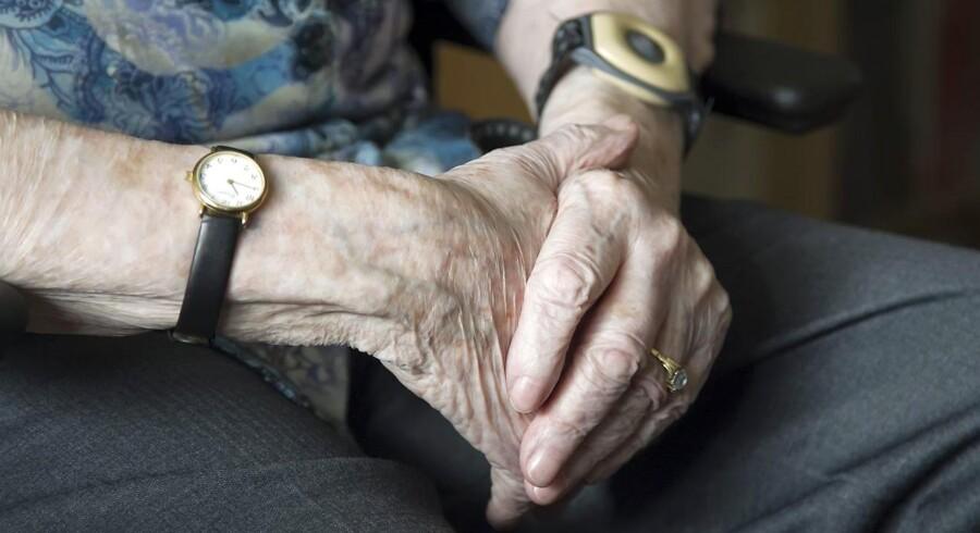 Et flertal i Folketinget vil revidere reglerne for magtanvendelse over for demente og psykisk handicappede. Tiltrængt, men ikke nok, skriver May Bjerre Eiby, som mener, at der er for lidt fokus på den unødvendige magtanvendelse. Arkivfoto: Tommy Kofoed/Ritzau Scanpix