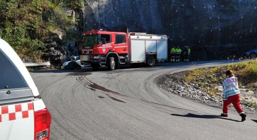 Politi og brandvæsen på ulykkesstedet nær Gaustatoppen i Telermak. Rjukan Arbeiderblad/Ritzau Scanpix