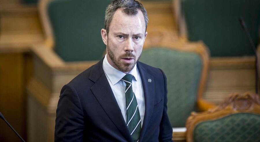 Det er afgørende, at vi brænder mindre affald af og i stedet får den maksimale værdi ud af materialerne, siger miljø- og fødevareminister Jakob Ellemann-Jensen (V).