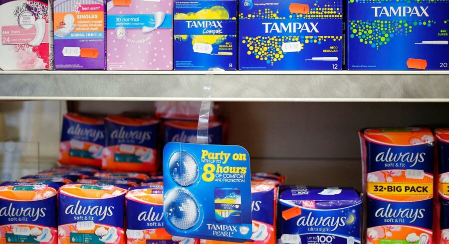 Skotland vil som verdens første land uddele gratis hygiejneprodukter til kvinder på landets skoler og uddannelsesinstitutioner. De ønsker ikke, at dårlig privat økonomi skal have indflydelse på elevernes livskvalitet eller afholde nogle elever fra at passe deres skole.