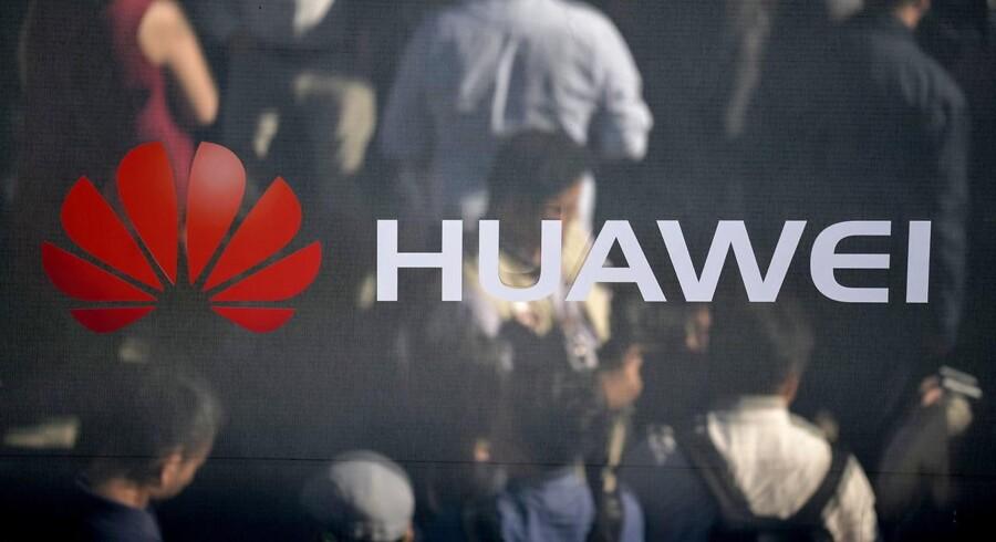 Den japanske regering overvejer, om den skal følge USA's eksempel om at granske kinesiske selskaber som Huawei og ZTE.