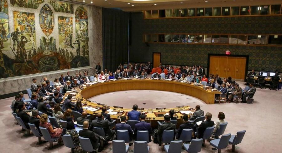 I den 62 sider lange FN-rapport beskrives en række brud på sanktioner, der forbyder Nordkorea at eksportere kul, jernmalm, fisk og skaldyr.Pyongyang »har ikke stoppet dets nukleare missilprogram og fortsætter med at trodse Sikkerhedsrådets resolutioner gennem en markant forøgelse af ulovlige skib-til-skib-overførsler af petroleum-produkter såvel som overførsler af kul på havet i 2018«, står der i rapporten.