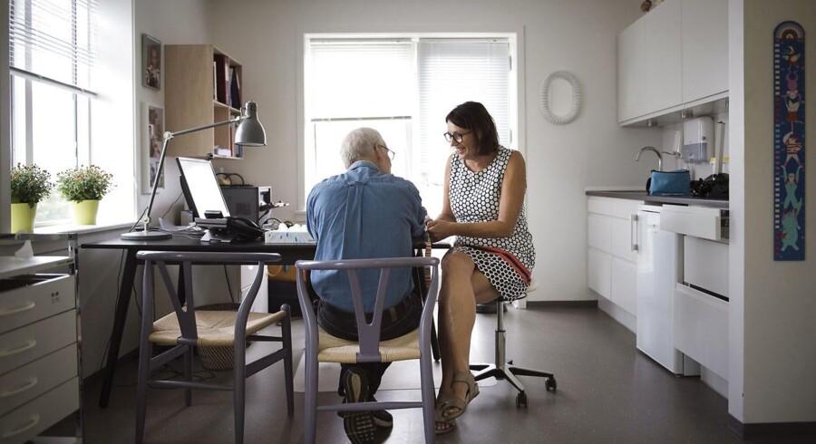 Der er mangel på praktiserende læger, og flere yngre speciallæger i almen medicin ønsker ikke at købe sig ind i en lægepraksis. På billedet praktiserende læge Gitte Vincents, der købte lægepraksis i Hvalsø i 1994.