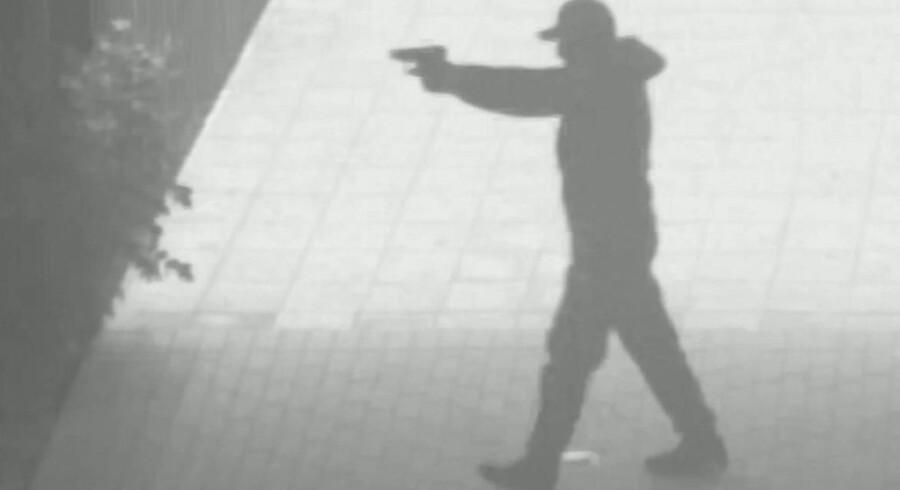 Københavns Politiet har udgivet en video fra drabet på Amager 19. juni. Her blev et medlem af banden Gremium blev 19. juni i år likvideret af to mænd på åben gade på Amagerfælledvej i København. Dette er et stilbillede fra videoen. Københavns Politi/Free