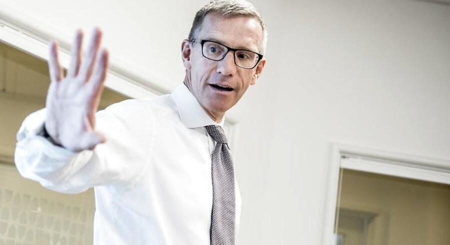 Direktør for ATP Christian Hyldahl forsvarer pensionskassens opkøb af Danske Bank-aktier midt under hvidvasksag og sender samtidig en opfordring til bankens top.