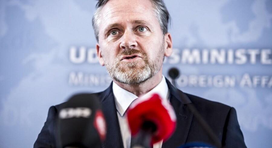 Dansk udenrigspolitik har ændret sig siden samarbejdspolitikkens ophør, konstaterer udenrigsministeren.