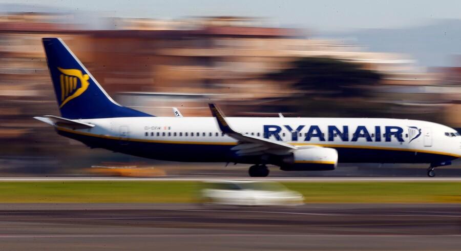 Ryanair - det største lavprisselskab i Europa - har været gennem en lang række arbejdsnedlæggelser denne sommer, men det har indgået aftaler med piloter i Irland og flere andre lande - senest Italien. Tony Gentile/Reuters