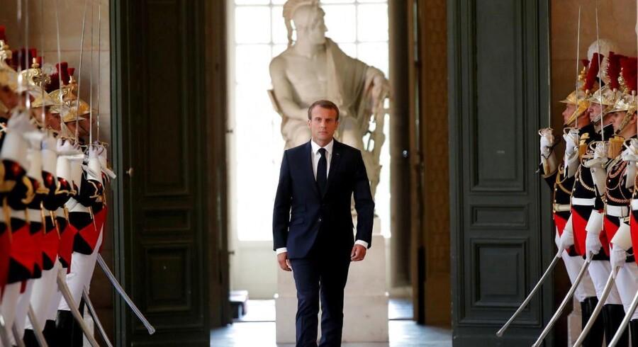 Frankrigs præsident, Emmanuel Macron, i Versailles i juli. Tirsdag ankommer han til Danmark.