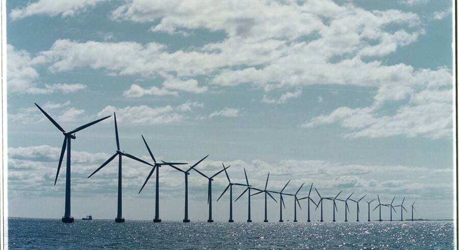 En solrig sommer har været gavnlig for solcelleejere, men den manglende vind har givet stort tilbageslag i det britiske energiregnskab.