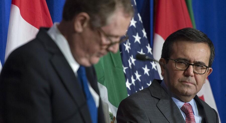 Den mexicanske økonomiminister, Ildefonso Guajardo Villarreal (til højre) og USA's Trade Representative, Robert Lighthizer.