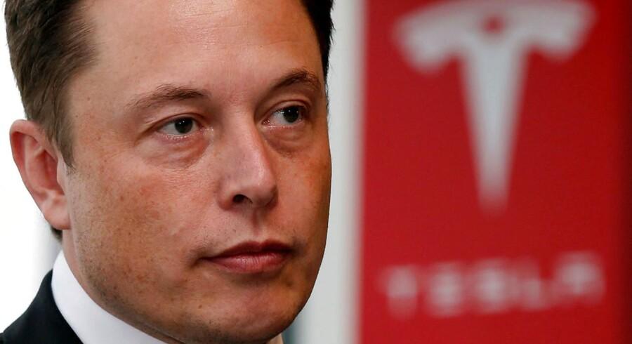 Teslas topchef Elon Musk har droppet sin idé om at tage elbil- og batteriproducenten af børsmarkedet. Det sagde han fredag i en udtalelse, efter at han dagen inden mødtes med Teslas bestyrelse for at drøfte selskabets fremtid.REUTERS/Toru Hanai/File Photo