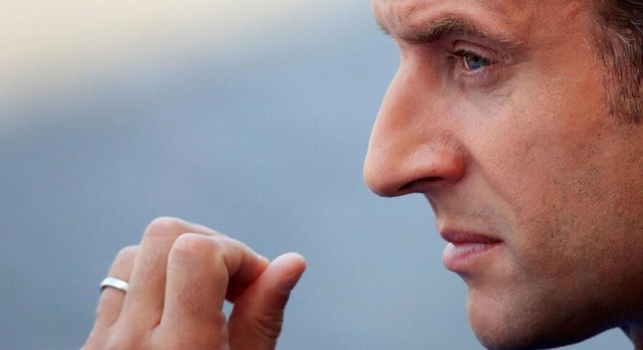 »Set fra Danmark kunne man godt tolke Macrons sejr som at den sunde fornuft omsider er kommet til Frankrig, som om Frankrig omsider er blevet et normalt land. Man skal imidlertid passe på med de nemme analogier.«