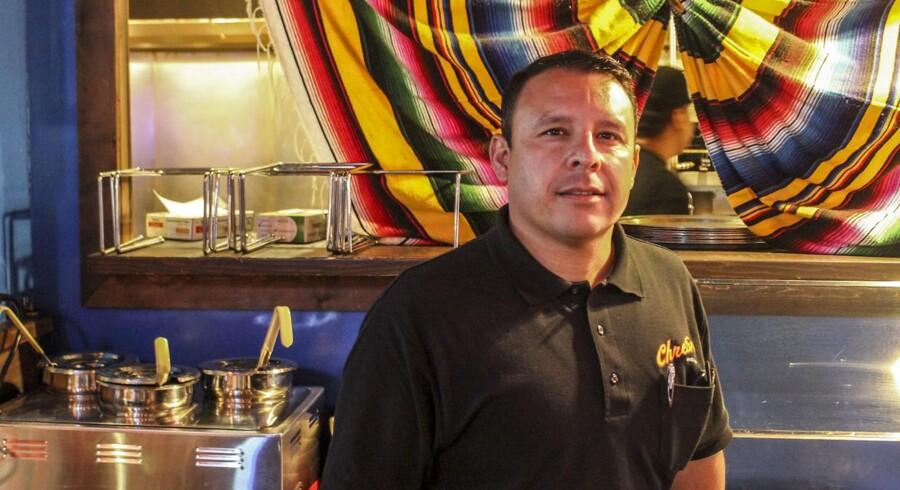 Robby Rodriguez, ejer af restauranten Chretin's Cantina, som hans bedstefar åbnede i 1946, kan ikke se megen mening i at bruge en masse penge på at bygge en mur på grænsen til Mexico, sådan som præsident Trump kræver. Alle de tre republikanske senatskandidater ved primærvalget tirsdag støtter Trumps mur.
