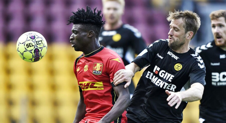 Mohammed Kudus (39) fra FC Nordsjælland og Peter Nymann (11) fra AC Horsens under superligakampen mellem FC Nordsjælland og AC Horsens på Right To Dream Park i Farum, søndag den 26. august 2018.