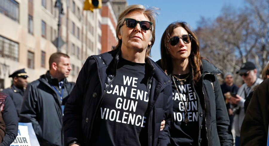 Paul McCartney og hans hustru, Nancy Shevell, i antivåbendemonstrationen »March For Our Lives«, New York, marts 2018. Foto: Shannon Stapleton/Ritzau Scanpix