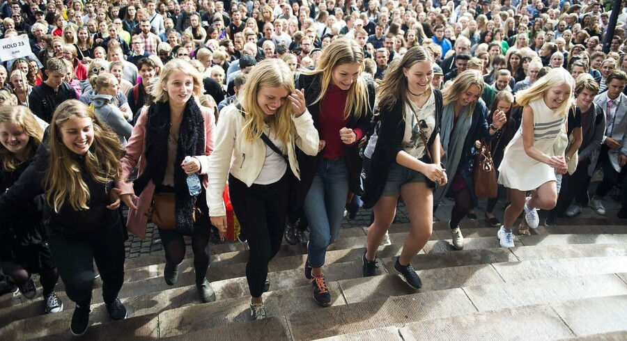 Mænd halter efter, når det drejer sig om optag på mange videregående uddannelser, viser ny analyse fra Dansk Erhverv. Arkivfoto fra immatrikulationsfesten på Københavns Universitet i september 2016.
