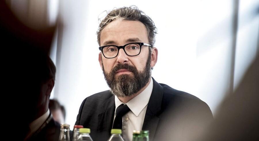 Togskiftet er en konsekvens af en aftale, der adskiller Kystbanen og Øresundstrafikken, som transportminister Ole Birk Olesen (LA) underskriver fredag i Malmø.