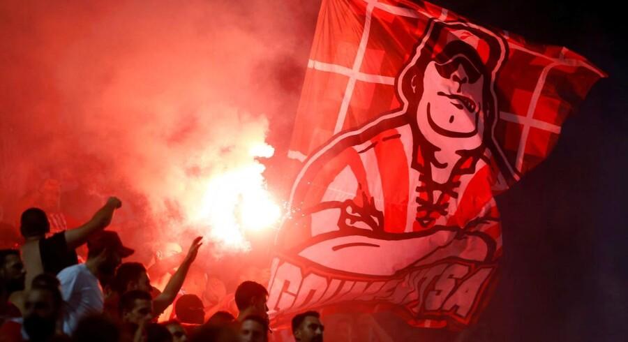 Fem fans af den engelske klub kom til skade forud for Burnleys kamp mod Olympiakos torsdag i Europa League.