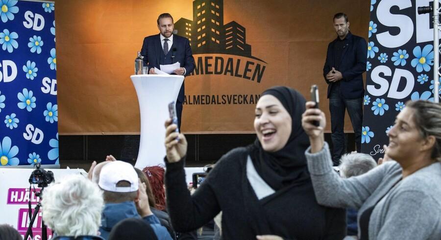 Højrepopulismen i fx Sverigedemokraterna udgør en alvorlig trussel mod demokratiet i Vesten, lyder det. Men hvor alvorlig er denne trussel egentlig? Er det en reel trussel mod vort demokrati og vor retsstat?