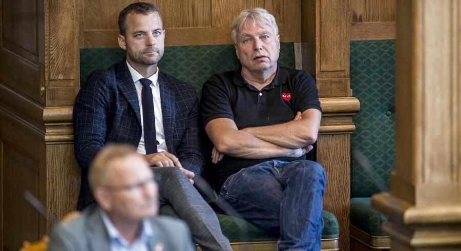 Morten Østergaard og Uffe Elbæk overgår ifølge Leif Donbæk hinanden i sommertosserier.