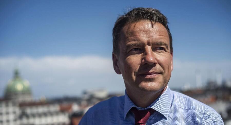 Fra minister til FN til generalsekretær i Dansk Flygtningehjælp. Christian Friis Bach er nået til tops alle steder, men han ved godt, hvor indflydelsen er størst.