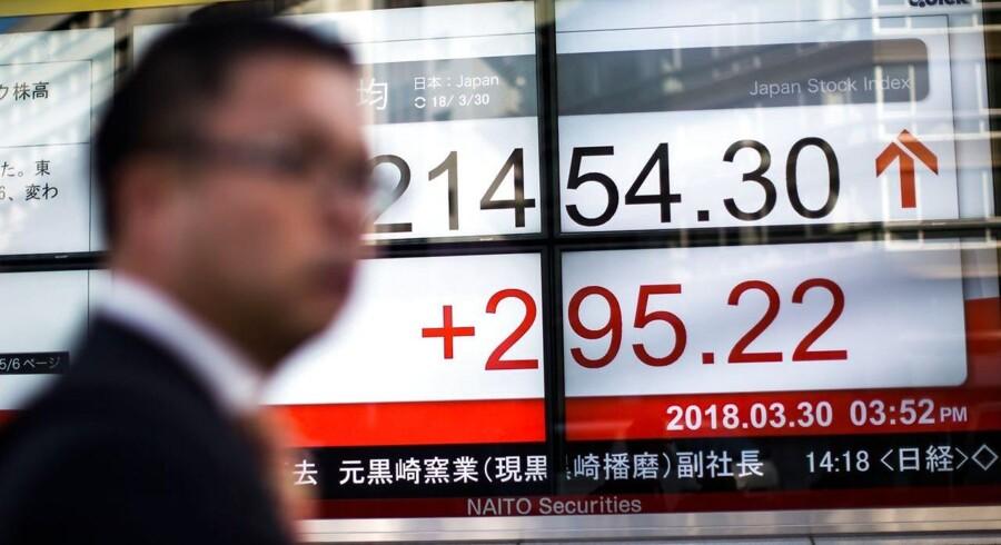 Arkivfoto fra Tokyos børs, Japan. AFP PHOTO / Behrouz MEHRI